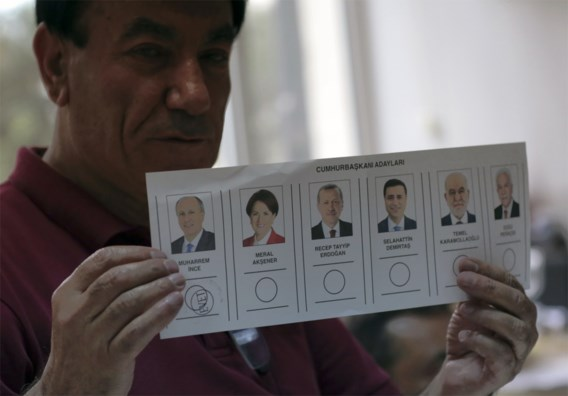 Turks massively supervising ballot boxes